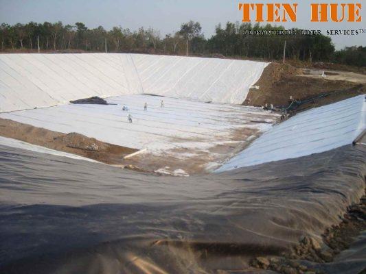 Màng chống thấm HDPE lót đáy và phủ bãi chôn lấp rác